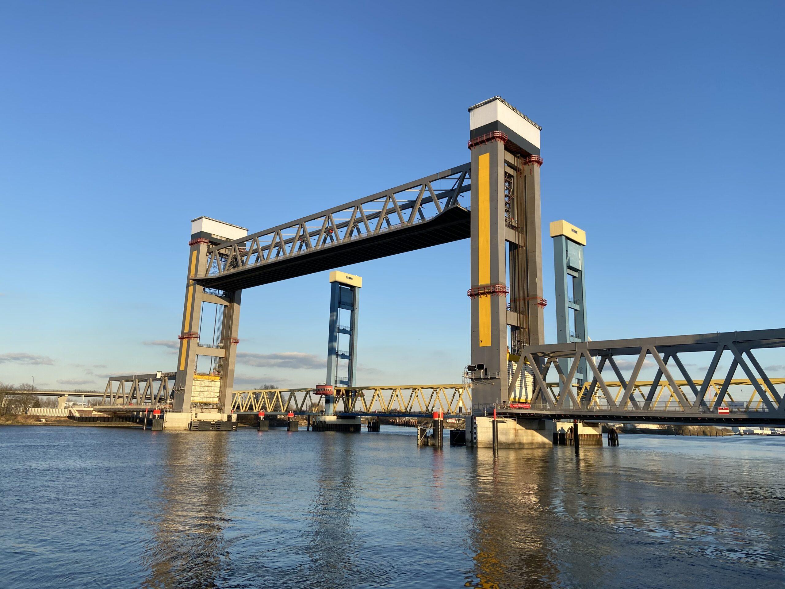 Neue Bahnbrücke Kattwyk in Hamburg